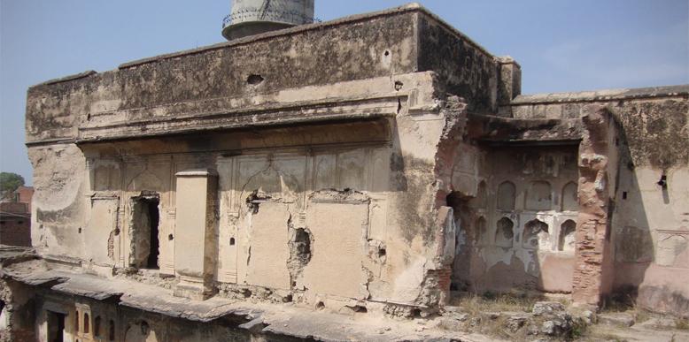Ruins-of-Sheesh-Mahal
