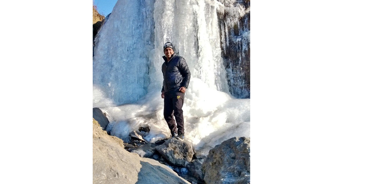 Frozen Waterfall Enroute Rohtang Pass, Manali