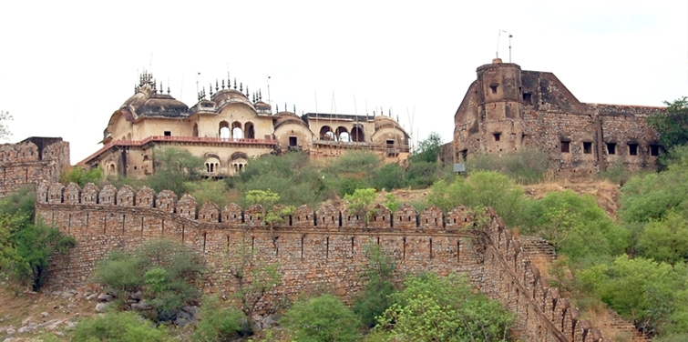 alwar-fort