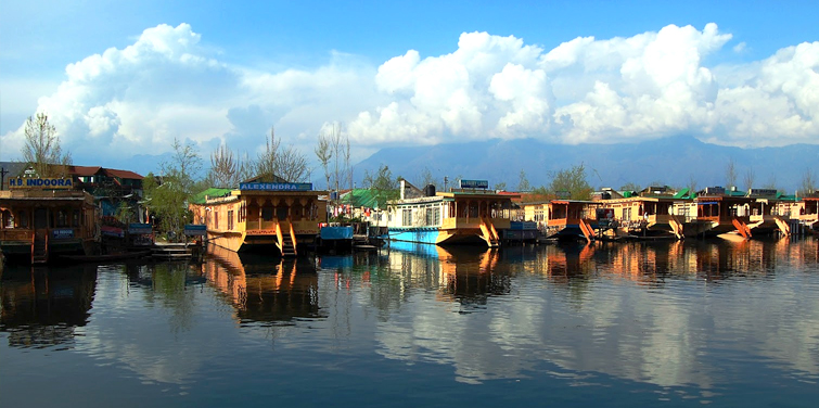 srinagar-houseboat