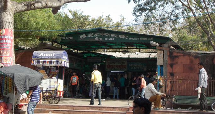 agra-famous-meena-bazar