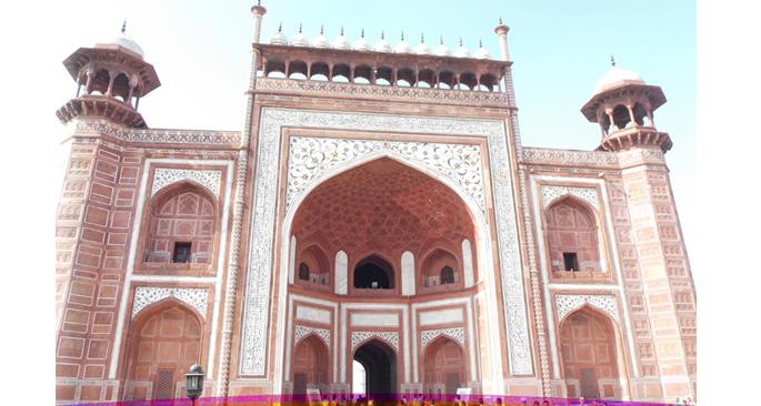 Entrance to the main dome of Taj Mahal
