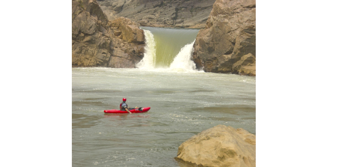 kayaking-at-Kynshi-River