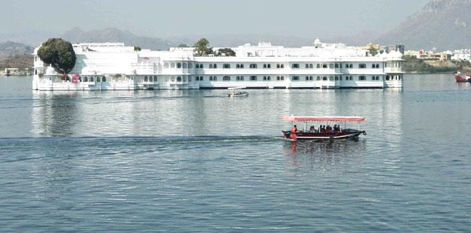 The-Taj-Lake-Palace,-Udaipu