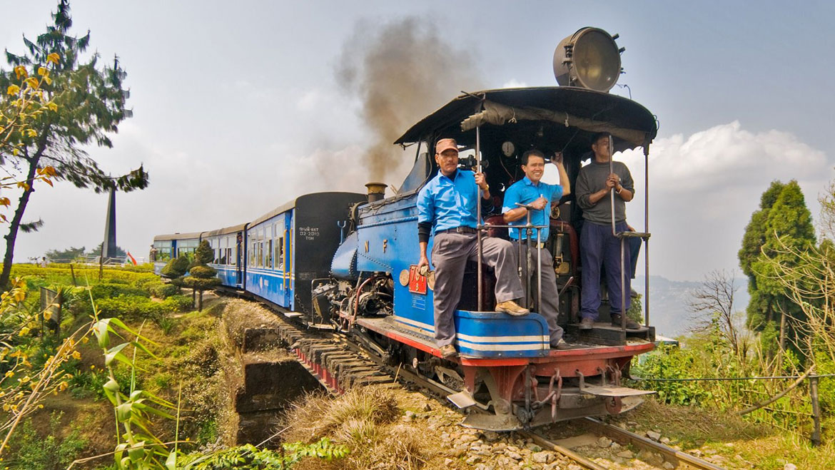 Love for Toy Train Keeps Bringing Tourists to Darjeeling