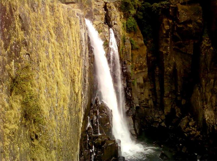 Weiñia Falls Nongkhnum
