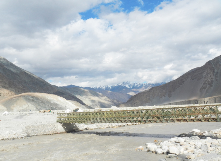 on-the-way-to-pangong-lake-from-Nubra-Valley1