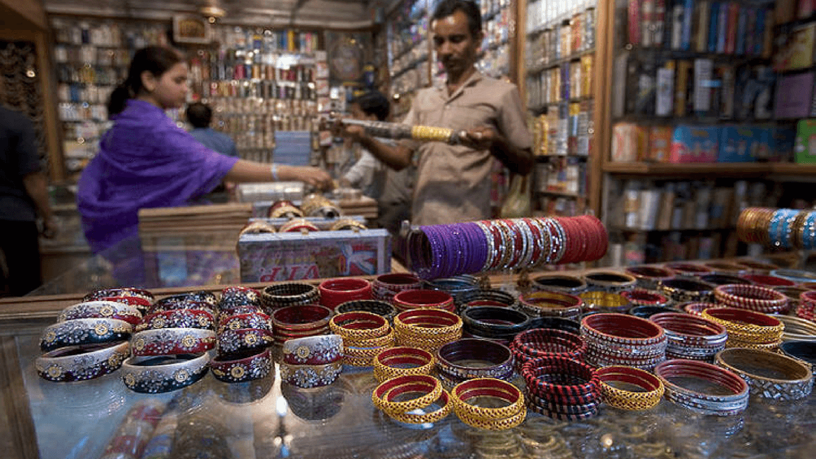 A Shopper's Paradise: What to Buy in India