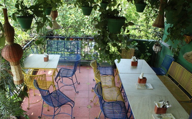 Potbelly rooftop Café