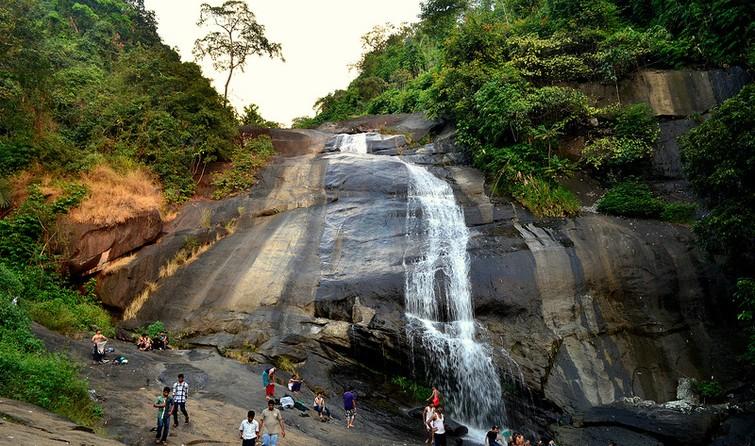 Thusharagiri Falls