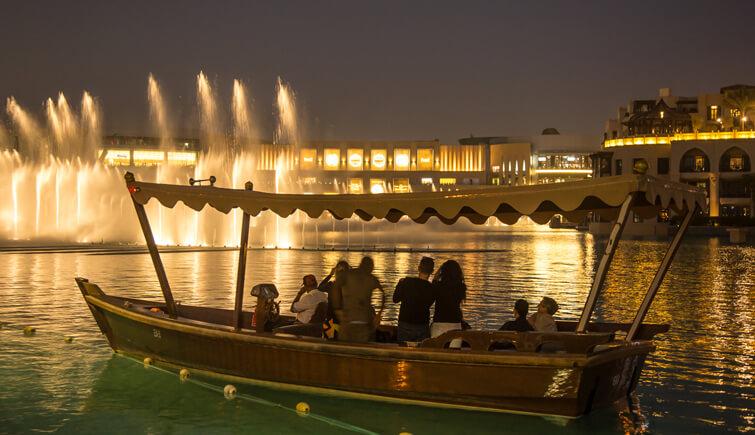 The Dancing fountain light show at The Dubai Fountain