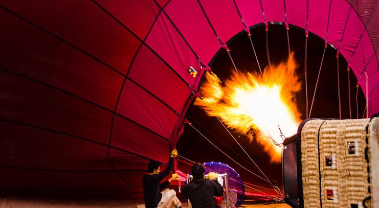 Hot-air-balloon-ride-in-Bagan