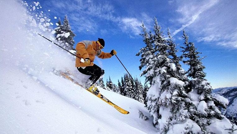 Auli Skiing Adventure