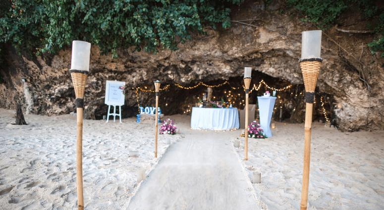 Dine Near A Cave