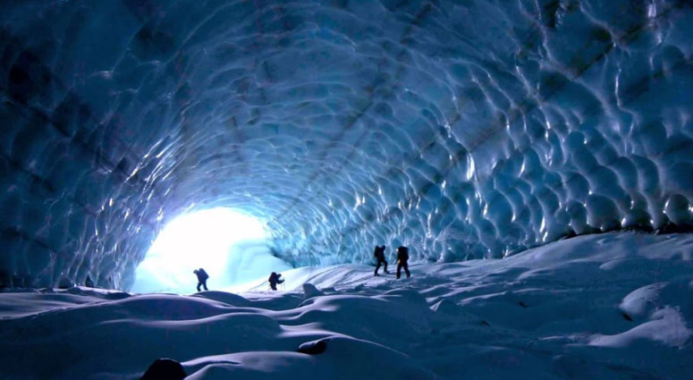 Mendenhall-Ice-Caves,-Alaska_