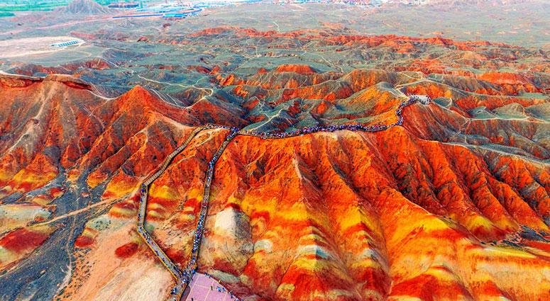 Rainbow-Mountain,-China_