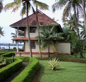 Nani hotel resort kollam kerala a standard hotel for Villas in pondicherry with swimming pool