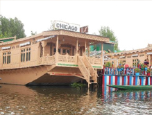 chicago-group-houseboat