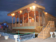 de-laila-group-houseboat