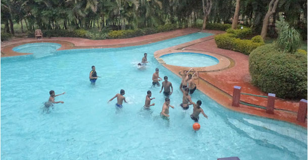 Country club wildlife resort bandipur for Resorts in bandipur with swimming pool