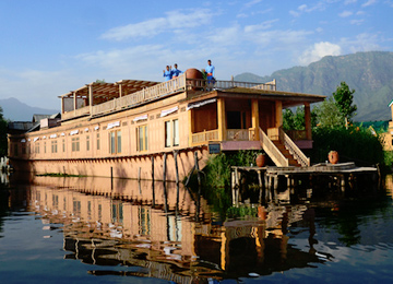 Kashmir Houseboat with Pahalgam