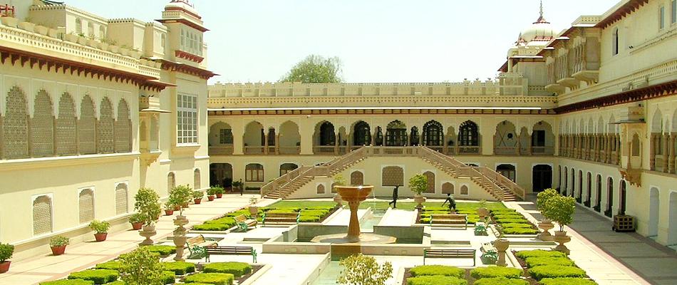 Hotels Near City Palace Udaipur