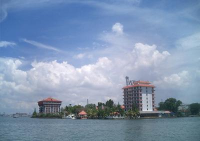Marine Drive Kochi- A Beautiful Tourist Spot in Kerala