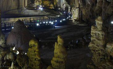 Paradise Cave, Vietnam