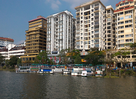 Marine Drive Kochi A Beautiful Tourist Spot In Kerala