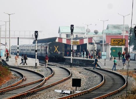 Travel Uttarakhand by Rail - How to Reach Uttarakhand by Train?